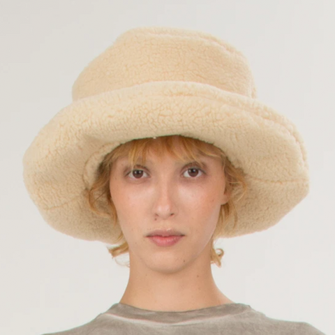 """CREME TEDDY"" HAT"