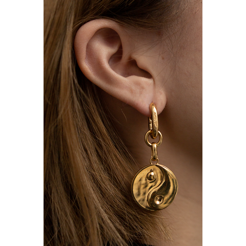 "AMBUSH ""Yin and Yang Earring"" Gold"