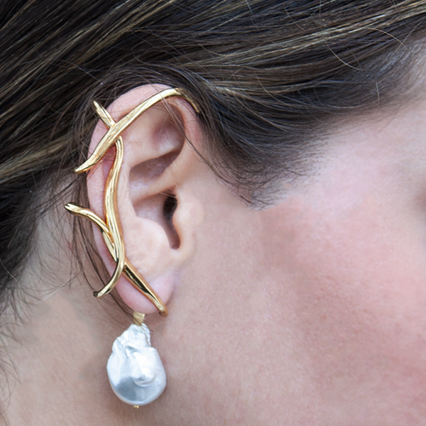 """Feminine Waves Ear Cuff with Removable Pearl"""