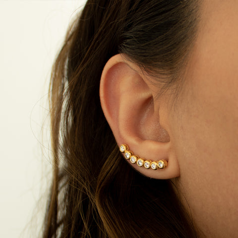 """18k Yellow Gold and 7 Diamond Row Mono Ear Crawler"" Earring"