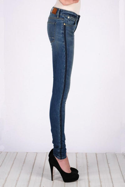 Embroidered Lila Skinny Jean