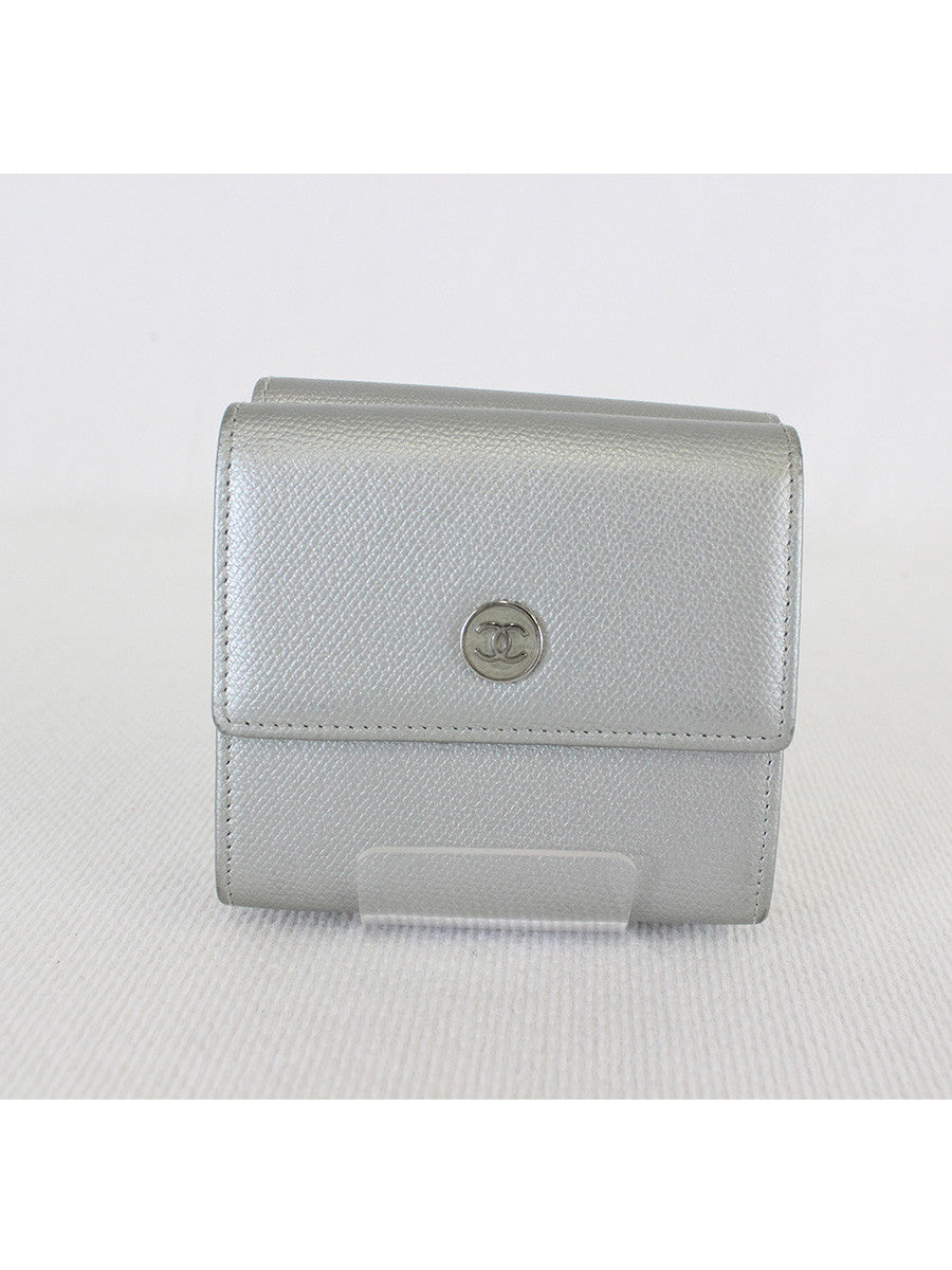 CHANEL <br> CC Logo Compact Wallet