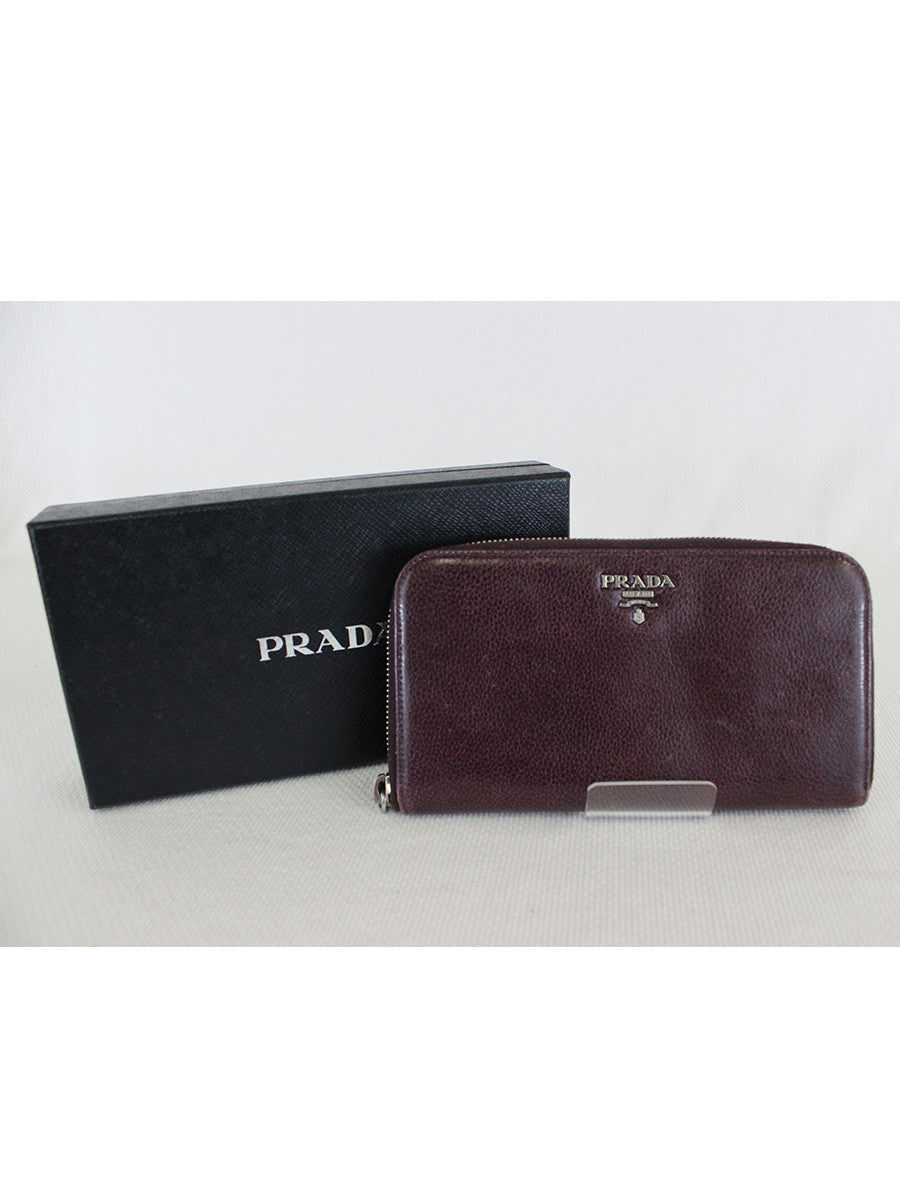 PRADA <br> Saffiano Zippy Wallet