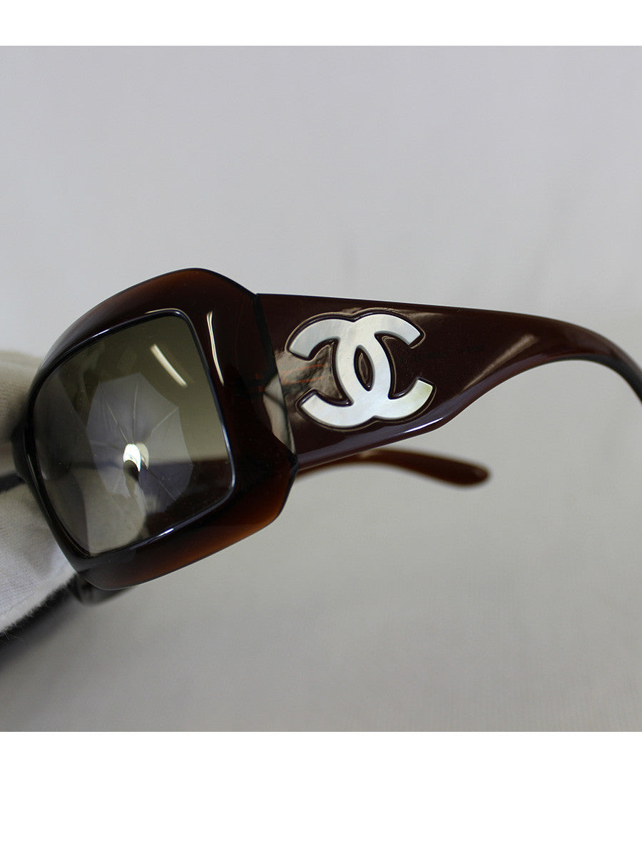 CHANEL <br> Mother of Pearl CC Logo Sunglasses