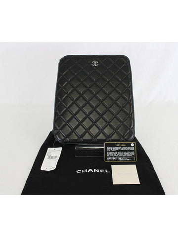 CHANEL <br> CC Logo I Pad Case