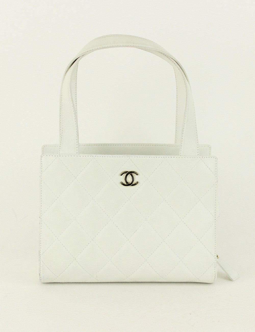 Chanel <br> CC Logo Quilted Hand Bag