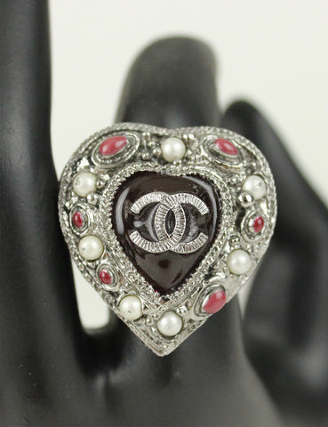 CHANEL <br> CC Heart Ring