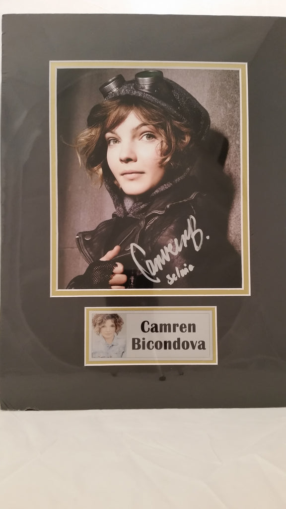 Signed photo of Camren Bicondova