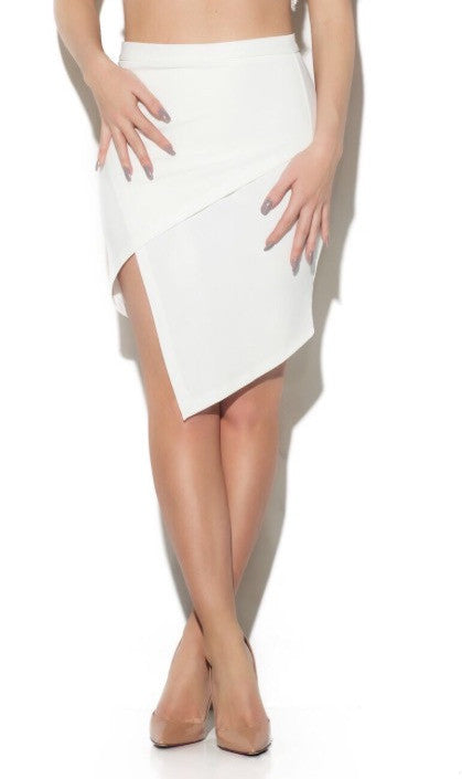 ON SLIT SKIRT