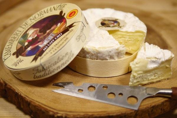 Camembert de Normandie Unpasteurised Camembert Soft Cheese 250g Dairy & Eggs > Cheese