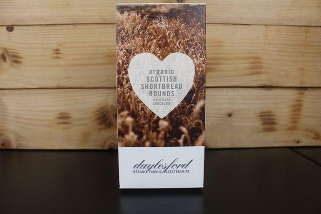 Daylesford Organic Chocolate chip shortbread 120g Pantry > Biscuits, Crackers & Crispbreads