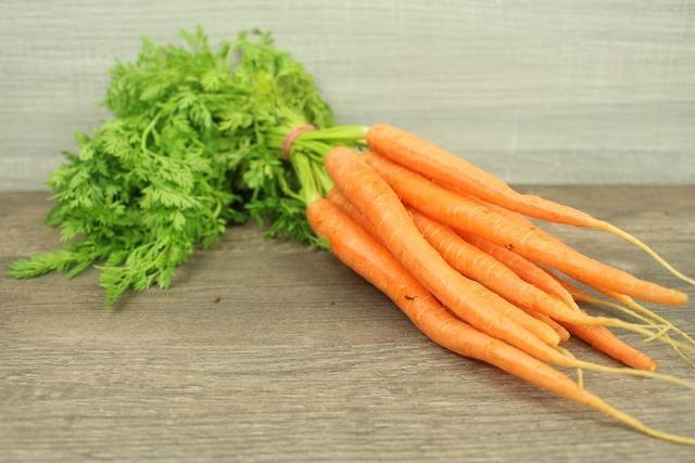 Little Farms Carrots Dutch (BUNCH) Produce > Vegetables