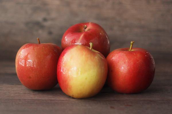 Little Farms Produce Fuji Apple (EACH) Produce > Fruit
