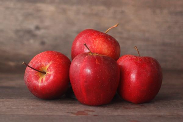 Little Farms Produce Organic Gala Apples 1 KG Produce > Fruit