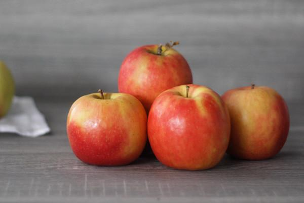 Little Farms Produce Pink Lady Apple (EACH) Produce > Fruit