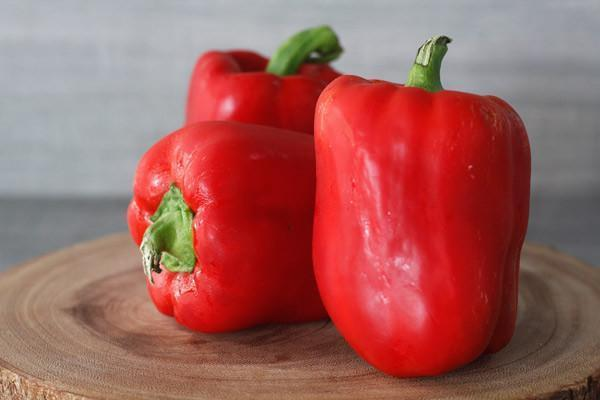 Oakleaf Dutch Red Capsicum (Each) Produce > Vegetables