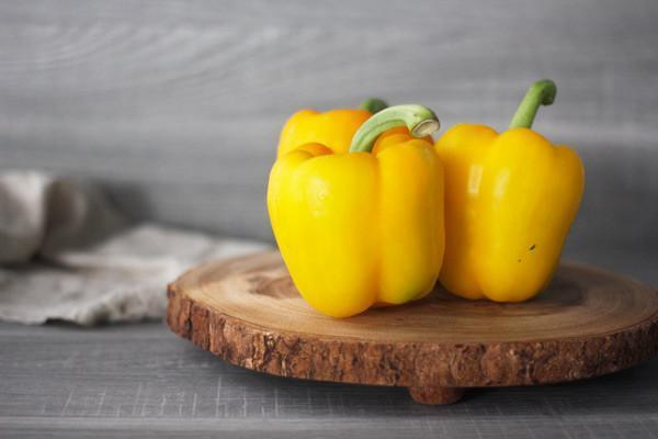 Oakleaf Dutch Yellow Capsicum (Each) Produce > Vegetables