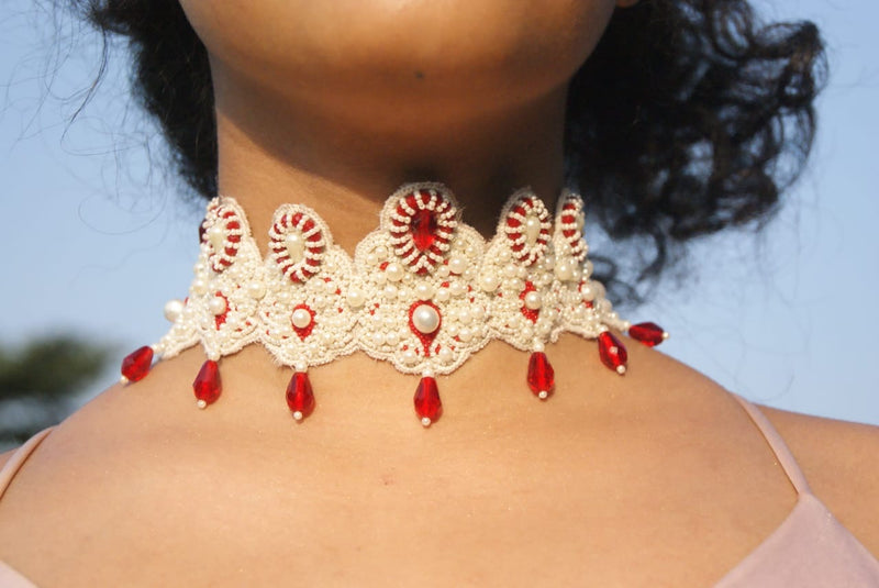 Pearls motif with red drops choker