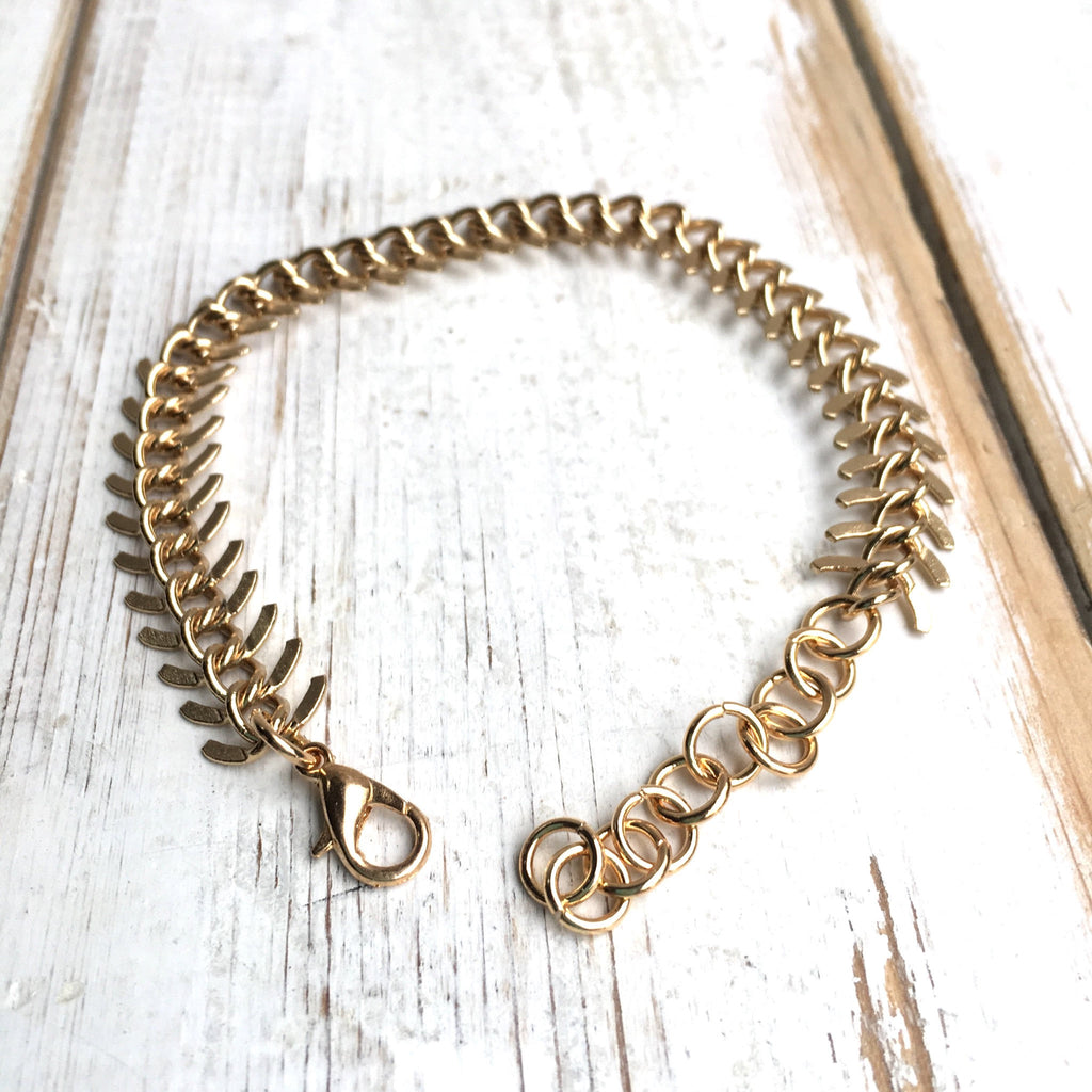 44648d15bb8ee Fishtail Chain Bracelet Textured Gold Snake Spine Bracelet Urban Rustic  Men's Bracelet