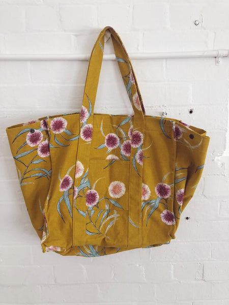 HAKEA OVERSIZED BEACH BAG