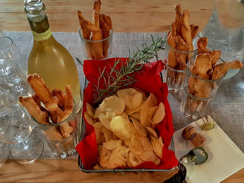 Butter Flutes, Crisps or Potato Chips with Champagne