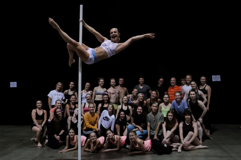 OonaK teaching poleclass and workshops at dancefestival in flexmonkey polewear
