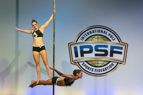 Dieuwke and Suzy DuoPoleNotti paaldansduo and NK paalsport pole dance classes to participants in 2018 paaldanswedstrijd the Netherlands paaldanskleding poledanceclothing of the Dutch-pole double-poleduo