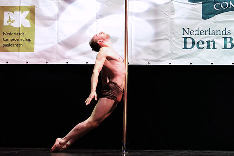 Men pole dancing, male pole dancer Maurits Kersten participant NK pole dancing Pole Sport 2016, 2017, 2018 Dutch male poledancer