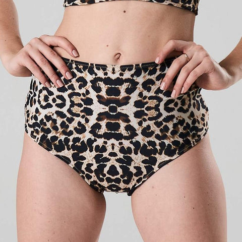 high waist bikini paaldans shorts Leopard and black voor poledance in twee kleuren dual wearable door Shark polewear via www.flexmonkey.nl voorkant
