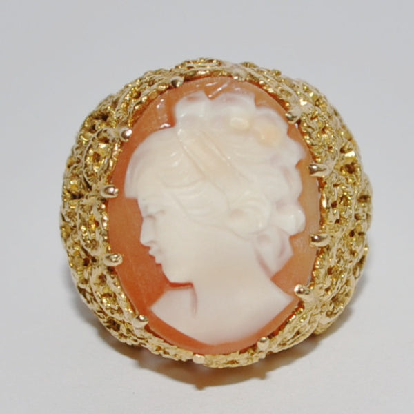 Vintage Shell Cameo Ring in 18k Yellow Gold