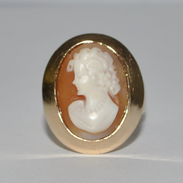 Vintage Shell Cameo Ring in 14k Yellow Gold