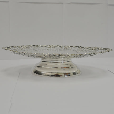 Pierced Oval Plate with Pedestal Base in Sterling Silver - Westmount, Montreal - Daisy Exclusive
