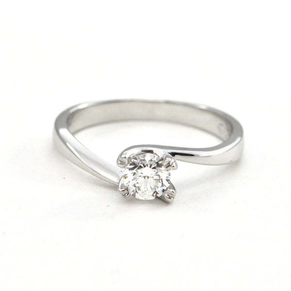 0.47 ct Solitaire Round Brilliant Diamond ring in 18k - montreal estate jewellers