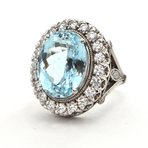 9.9 ct Aquamarine and 1.2 ct diamond Cocktail ring in 18k white gold - Montreal estate jewellers