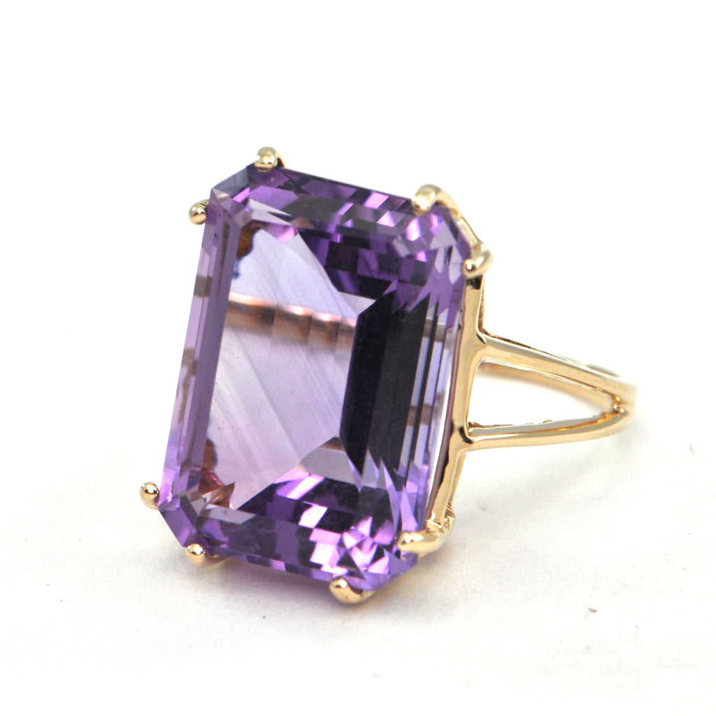 Vintage 14.7 ct Amethyst cocktail ring - Daisy Exclusive - montreal estate jewellers