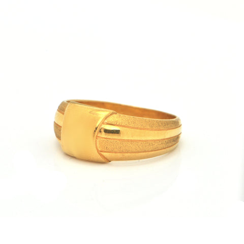 Vintage 22K High Polish and Brushed Yellow Gold Ring + Montreal Estate Jewelers