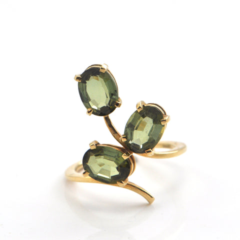 Vintage 3.60ct Green Tourmaline set in 18K Yellow Gold Ring