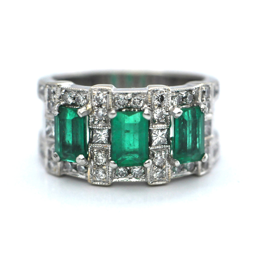 Three Stone Emerald & Diamond Band 18K - Westmount, Montreal, Quebec - Daisy Exclusive
