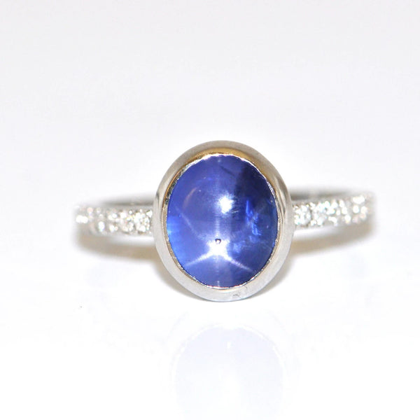 3.93CT Sri Lanken Star Sapphire and 0.14CT Diamond 18K Gold Ring