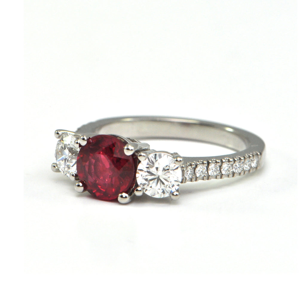 1.55 ct Unheated Ruby and 1.10 ct Diamond ring - Montreal fine jewellery