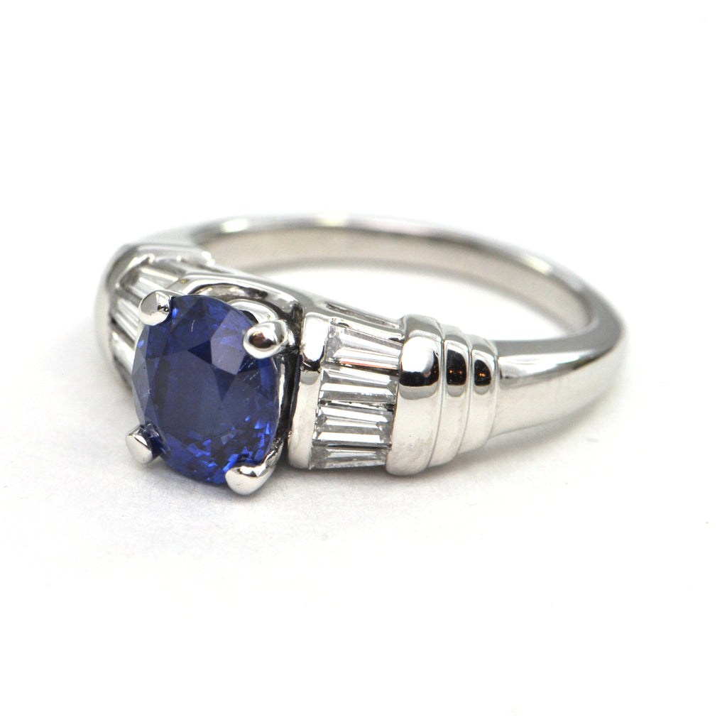 2.1 CT Sapphire and Diamond Platinum ring Modern - montreal estate jewellers