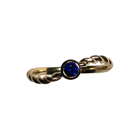 Sri Lankan Royal Blue Sapphire 18K Yellow Gold Ring + Montreal Estate Jewelers