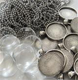 20 Pack Round Antiqued Silver Pendant Trays w/ Chains & Glass Photo Jewelry