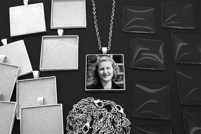 20 Pack Large Shiny Silver Square Photo Jewelry Pendants w/ Glass 1 1/4 inch and Link Chains