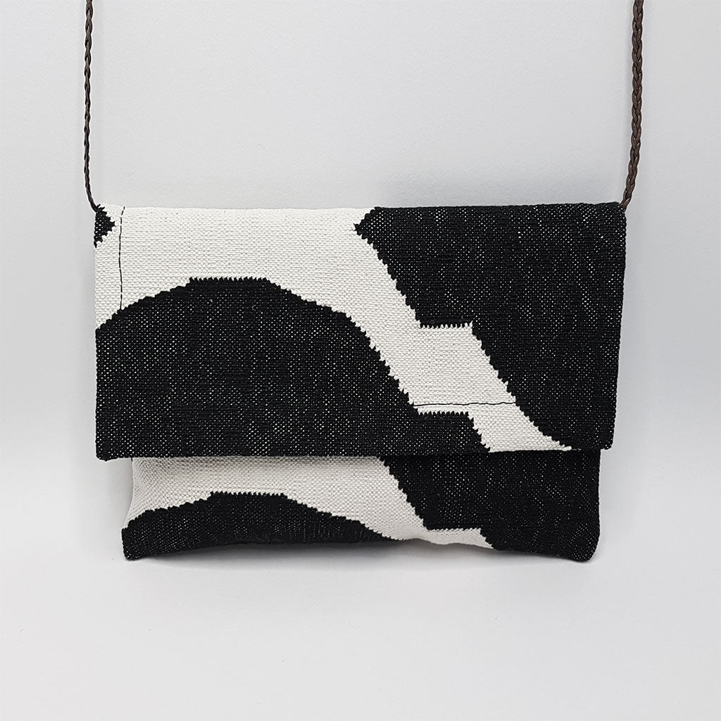 hot haveli eartha dhurrie shoulder bag black and white hanging