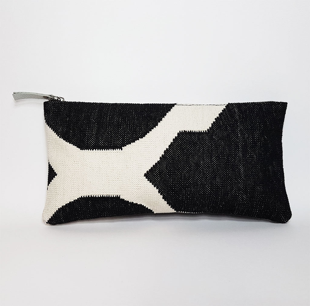 hot haveli eartha dhurrie clutch black and white back
