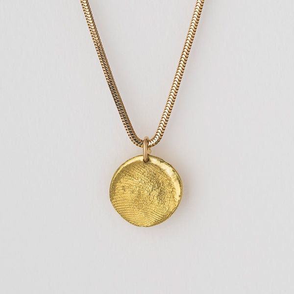 Priceless Prints 22-Karat Gold Fingerprint Pendant Detail