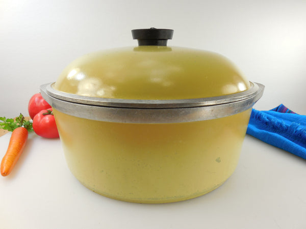 Club Aluminum USA 4.5 Qt Dutch Oven - Stock Pot & Lid - Yellow Harvest Gold - Mid Century Vintage Cookware