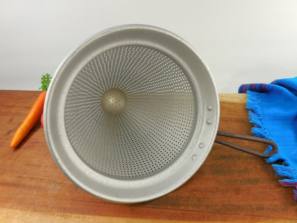 SOLD Beacon Ware USA Aluminum Food Sieve Ricer Strainer Cone No. H115 - Vintage Kitchenware