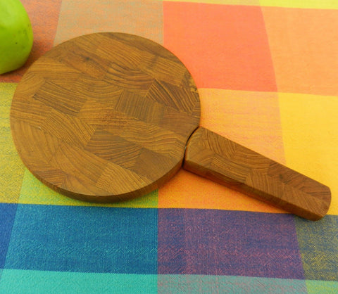 Dansk Designs - Teak End Grain Wood Cutting Board and Knife Spreader - Round 7""